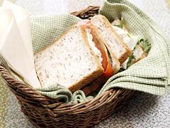 サーモンときゅうりのサンドイッチ